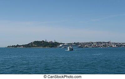 schiffe, an, der, bosphorus, meerenge, in, istanbul, türkei