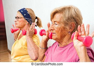 schließen, ältere frauen, auf, weights.