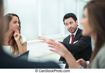 schließen, auf., manager, an, ein, buero, geschaeftswelt, meeting.