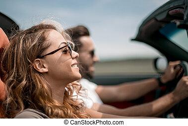 schließen, up.couple, reisen, in, ihr, umwandelbares auto