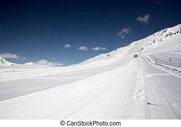schneeberge, ski, und, touristenurlaubsort, in, der, winter,...