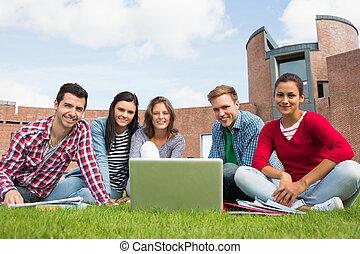 scholieren, draagbare computer, gebouw, universiteit, tegen, wei