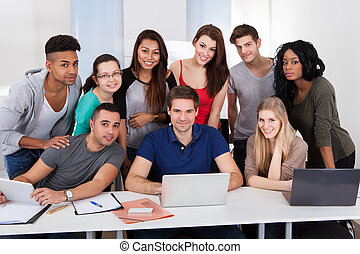 scholieren, gebruik, universiteit, draagbare computer, samen