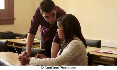 scholieren, gebruikende laptop, klesten, pc