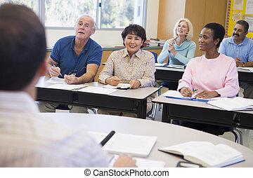 scholieren, hun, klaslokaal, middelbare leeftijd , leraar