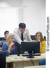 scholieren, met, leraar, in, computer labo, classrom