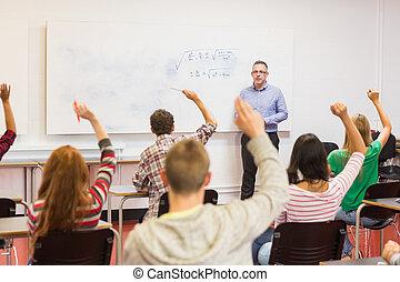 scholieren, verheffing, handen, in, de, klaslokaal