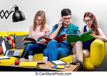 scholieren, werkende , bankstel