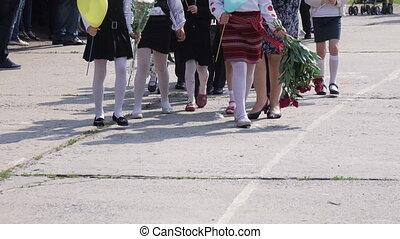 School class on lineup - Schoolteacher takes his class on ...