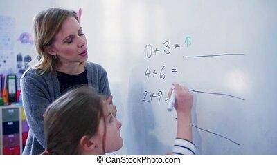 school., whiteboard, écriture, petit, girl, prof