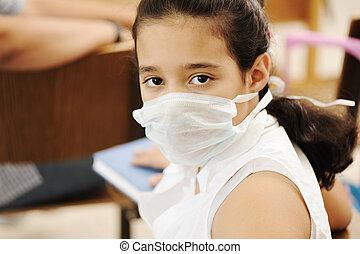 schoolgirl, met, geneeskunde, masker, op, gezicht, in, klaslokaal, against:, virus, ziek, epidemie, plaag, griep