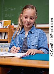 schoolgirl, retrato, feliz, escrita