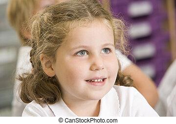 schoolgirl, sentando, classe, primário