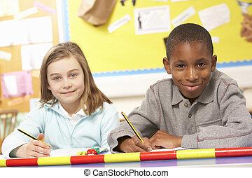 schooljeugd, studerend , in, klaslokaal