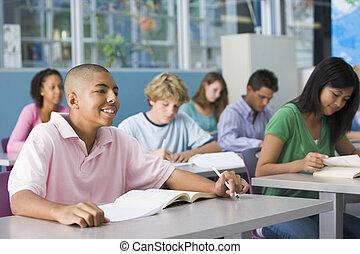 schooljongen, in, secundair onderwijs, stand