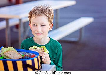 schoolkid, manger déjeuner