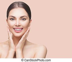 schoonheid spa, vrouw, aandoenlijk, haar, gezicht, en, het glimlachen