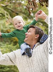 schouders, geven, rijden, vader, jonge, zoon