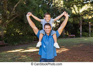 schouders, zijn, vasthouden, vader, zoon