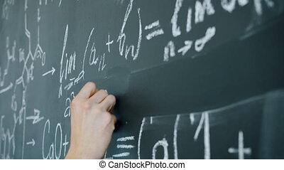 schrijvende , chalkboard, hand, vergelijkingen, wiskunde,...