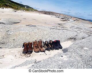 Schuhe im Sand - Schuhe warten auf ihre Besitzer