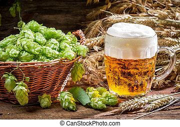 schuim, hop, omringde, groot, bier, kleine