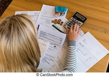 schulden, frau, rechnungen, unbezahlt