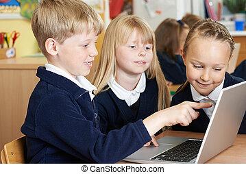 schule, gruppe, arbeitend zusammen, kinder, edv, elementar, klasse