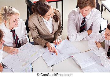 schule- lehrer, nachhilfe, gruppe, von, studenten