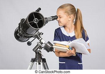 Studieren astronomie kinder teleskop. teleskop sitzen studieren