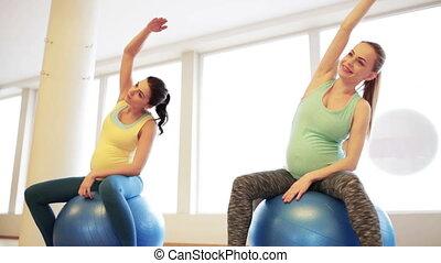schwanger, turnhalle, trainieren, fitball, frauen, glücklich