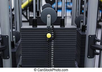 schwarz, eisen, schwer , platten, gestapelt, von, gewichtsmaschine, in, fitness, gym., sport, simulator, platten
