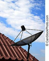 schwarz, satellitenschüssel, auf, haus, dach