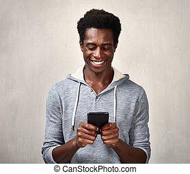 schwarzer mann, mit, smartphone
