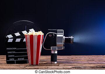 schwengel, filmkamera, popcorn, brett