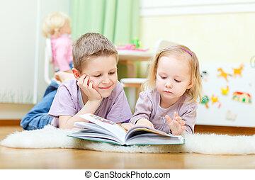 schwester, lesende , bruder