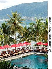 schwimmbad, an, der, luxushotel, mit, a, ansicht, auf, patong strand, phuket, thailand