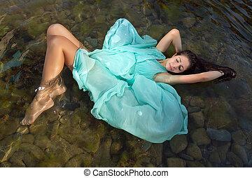 schwimmend, m�dchen, in, grünes kleid