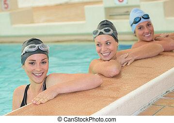 schwimmer, drei