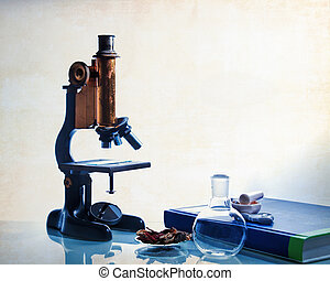 Science education - Microscopy with food, pills and tetx...