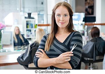 scissor, intelligent, femme, tenue, coiffeur