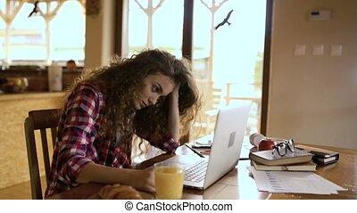 scombussolare, ragazza adolescente, a casa, lavorando,...