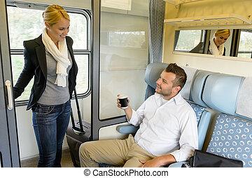 scompartimento, treno, donna, uomo, prendere