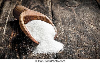 Scoop with sugar.