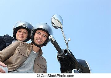 scooter, deux personnes