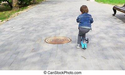 scooter, vert, enfant, board., équitation, coup de pied