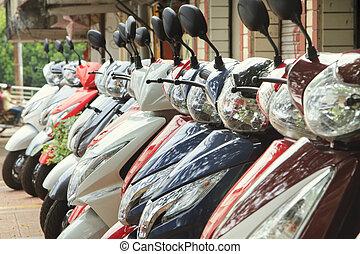 scooters, estacionado, ligado, um, rua cidade