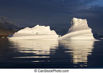 scoresbysund, ijsbergen, groenland, -