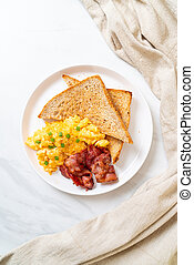 scrambled egg with bread toasted and bacon