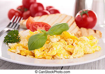 scrambled egg with toast and tomato